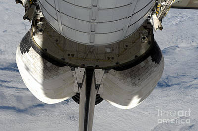 Ov-105 Photograph - The Aft Portion Of The Space Shuttle by Stocktrek Images