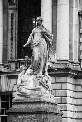 Titanic Memorial Sculpture In The Grounds Of Belfast City Hall Belfast Northern Ireland Uk Art Print