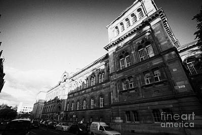 University Of Edinburgh Medical School On Teviot Place Art Print by Joe Fox