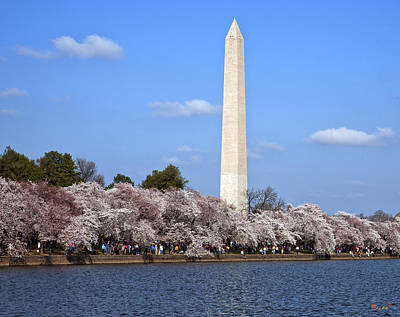 Photograph - Washington Monument From The Tidal Basin Ds054 by Gerry Gantt
