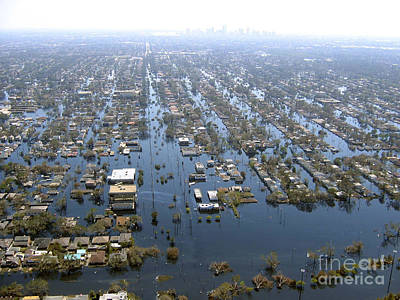 Flooding Photograph - Hurricane Katrina Damage by Science Source