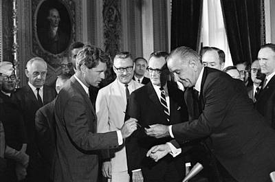 1965 Voting Rights Signing Ceremony Art Print by Everett