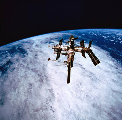 Space Ships Photograph - A Space Station In Orbit Above The Earth by Stockbyte