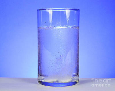 Alka-seltzer Dissolving In Water Art Print by Photo Researchers, Inc.