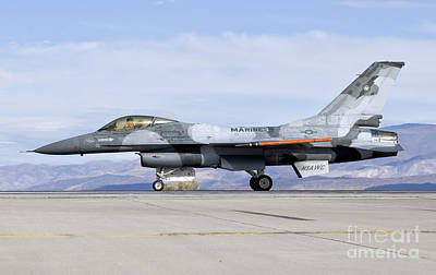 An F-16a Fighting Falcon Of The Famous Art Print by Giovanni Colla