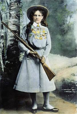 Photograph - Annie Oakley (1860-1926) by Granger