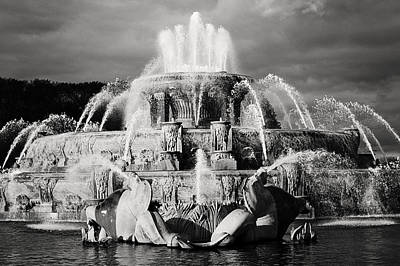 Photograph - Buckingham Fountain by Laura Kinker