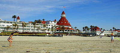 Photograph - Hotel Del Coronado by Jeff Lowe