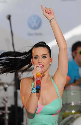 Color On Black Photograph - Katy Perry At A Public Appearance by Everett