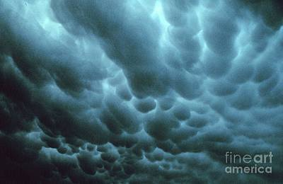 Photograph - Mammatus Clouds by Science Source