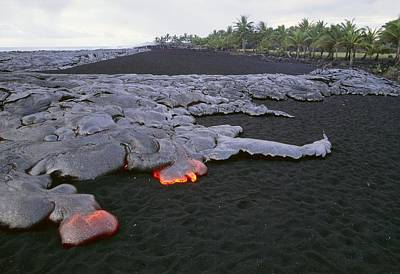 Pahoehoe Lava From Kilauea Volcano Art Print by G. Brad Lewis