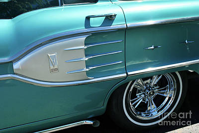 Photograph - Pontiac by Bill Thomson