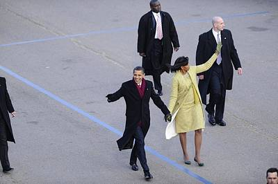 Michelle Obama Photograph - President And Michelle Obama Wave by Everett