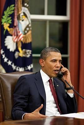 President Barack Obama Talks Art Print by Everett