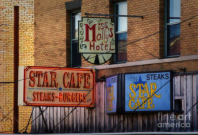 Photograph - 2 Star Cafe by Fred Lassmann
