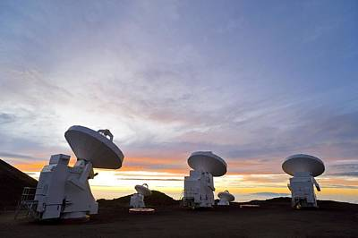 Submilllimeter Array Telescopes, Hawaii Print by David Nunuk