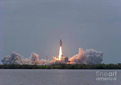 The Final Launch Of Space Shuttle Art Print by John Davis