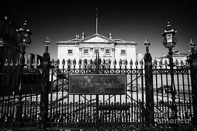 The Royal Bank Of Scotland Edinburgh Scotland Uk United Kingdom Art Print by Joe Fox