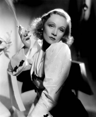 Colbw Photograph - Angel, Marlene Dietrich, 1937 by Everett