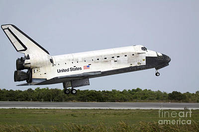 Pop Art - Space Shuttle Discovery Approaches by Stocktrek Images