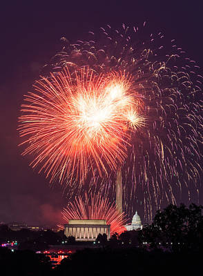 Fireworks Over Washington Dc On July 4th Art Print by Steven Heap