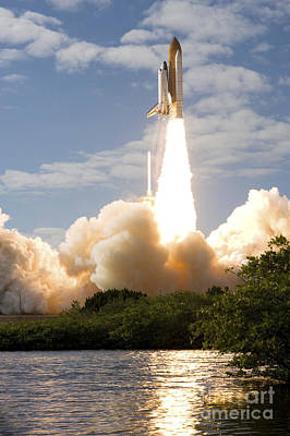 Space Shuttle Atlantis Lifts Art Print