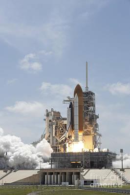 Space Shuttle Atlantis Lifts Art Print