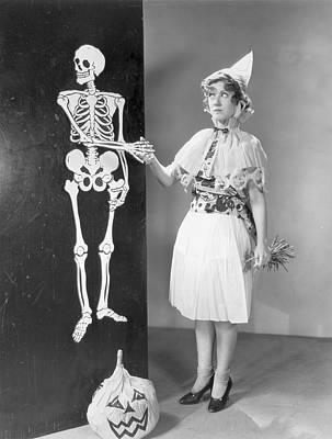 A Bone To Pick Art Print by Hulton Archive