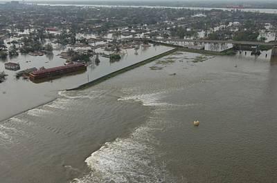 A Breech In A New Orleans Levee Floods Art Print by Everett