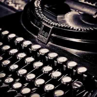 A Typewriter In A Flea Market In Athens Art Print