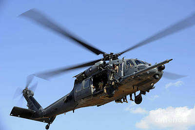 A U.s. Air Force Hh-60 Pavehawk Comes Art Print