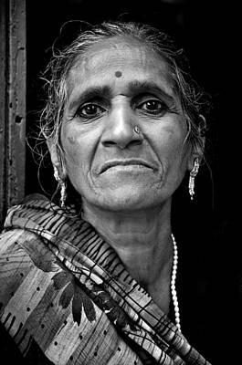 Photograph - A Woman In Kolkata II by Valerie Rosen