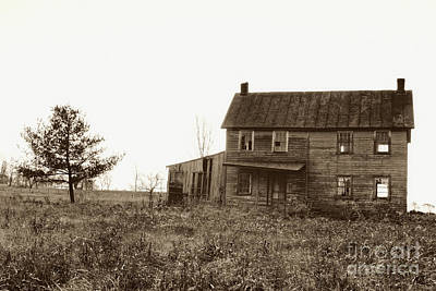 Abandoned House Photograph - Abandoned Farmhouse by Susan Isakson