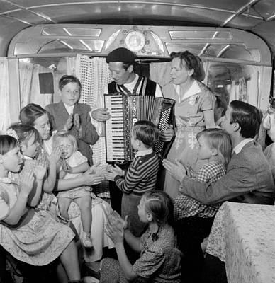Applaud Photograph - Al's Folk Family by Thurston Hopkins