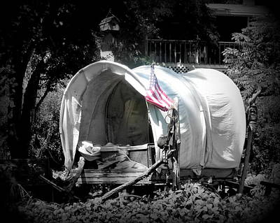 Photograph - Americana Covered Wagon by Cindy Wright