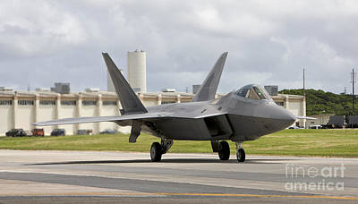 Santas Reindeers - An F-22 Raptor Taxis To The End by HIGH-G Productions