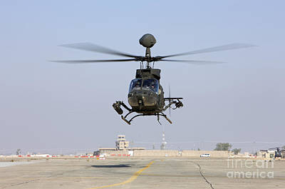 An Oh-58d Kiowa Warrior Hovers Art Print by Terry Moore