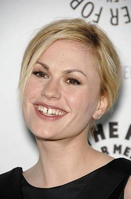 Dark Roots Photograph - Anna Paquin At Arrivals For True Blood by Everett