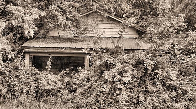 Old Abandoned Farmhouse Photograph - Another Internet Victim  by JC Findley