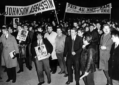 Lyndon Photograph - Anti-vietnam War Demonstrations by Everett