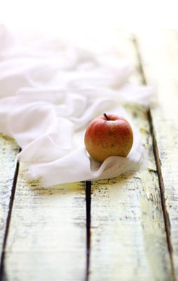 Y120907 Photograph - Apple by 200