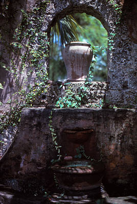 Photograph - Arch And Urns by Bob Whitt