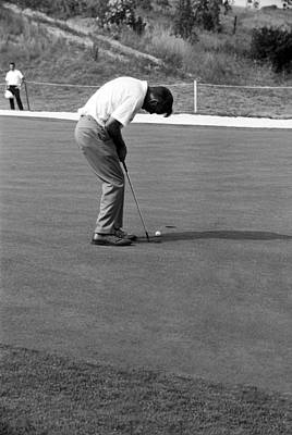 Arnie Putts At 1964 Us Open At Congressional Country Club Art Print by Jan W Faul