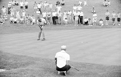 Arnie Putts The 13th At 1964 Us Open At Congressional Country Club Art Print by Jan W Faul