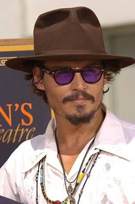 Johnny Depp Photograph - At The Press Conference For Handprint & by Everett