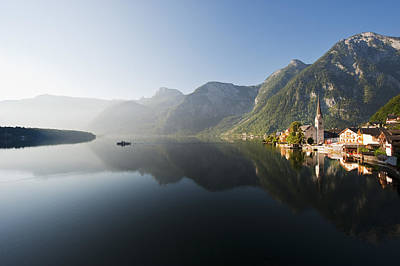 Y120831 Photograph - Austria, Upper Austria, View Of Lake Hallstaetter See At Sunrise by Westend61