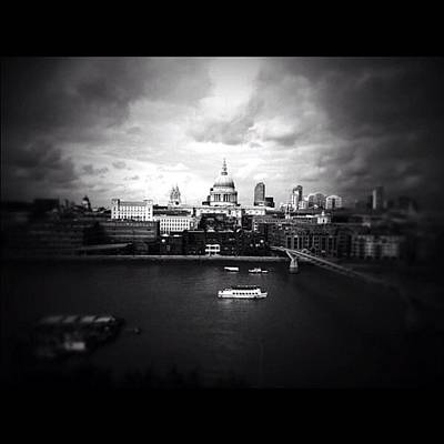 London Photograph - Back In London by Ritchie Garrod