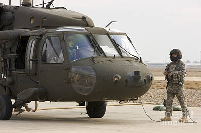Balad, Iraq - A Uh-60l Black Hawk Lands Art Print by Terry Moore