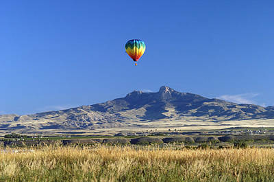 Balloon Over Heart Mountain Art Print by Lora Ballweber