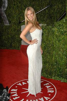 Bar Refaeli At Arrivals For Vanity Fair Art Print by Everett